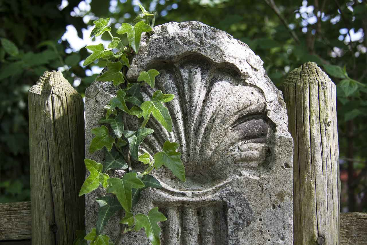 Scallop shell motif along the Camino