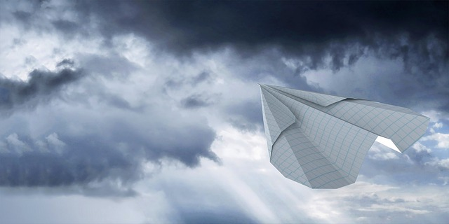 Lessening the Impact of Flying on the Environment - Paper Ariplane